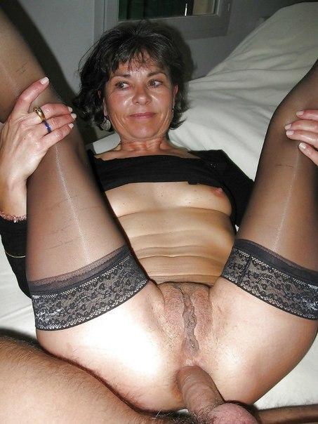 Похотливые домохозяйки занимаются сексом в гостях