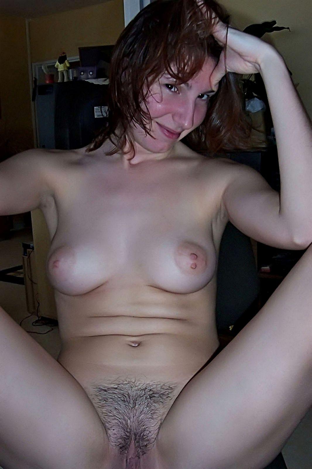 Кавалер поделился снимками своей обнаженной хозяйки