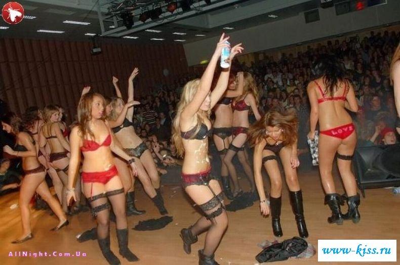 Вчерашние девахи захотели стриптиз (39 фото )