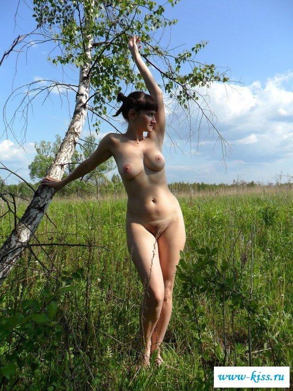 Раздетая мамка с крупной грудью