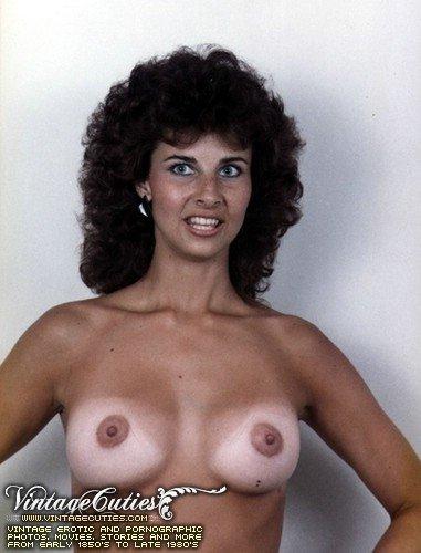 Представительницы слабого пола полны похоти и секса, поэтому им ничего не стоит сфотографировать себя со всех сторон