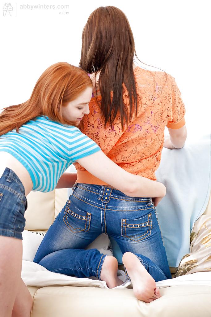 Лесбияночка подарила любовнице с рыженькой мохнаткой кунилингус