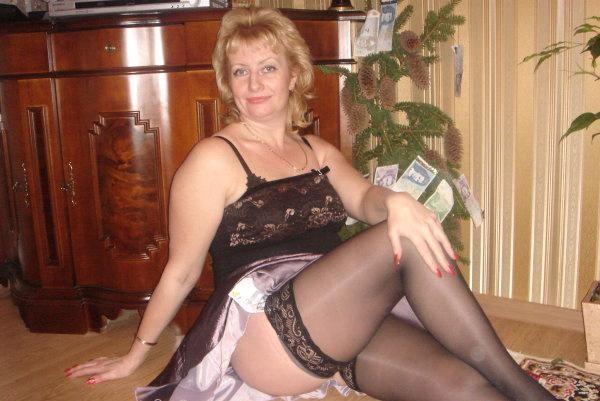 Взрослая эстонка в соблазняющем нижнем белье