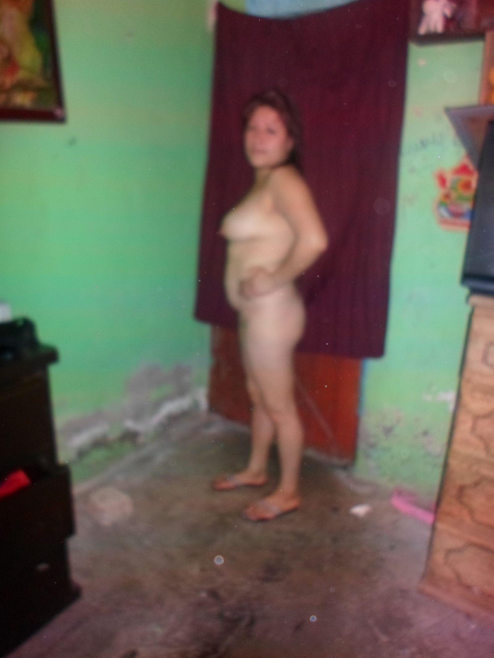 Жирная мексиканка снимает одежду полностью