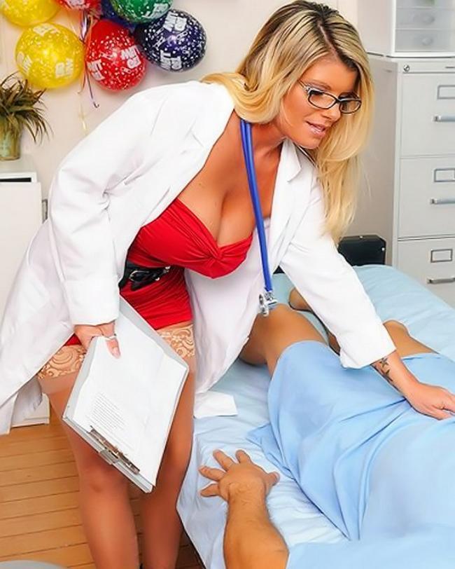 Возрастная зрелка Кристл Саммерс занимается сексом с молодым секс фото