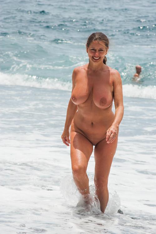 Милфы с гигантскими буферами и милыми сосочками порнофото