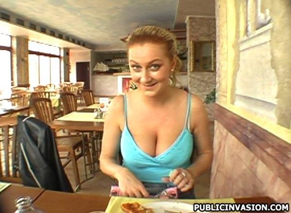 Дама перепихнулась в туалете дешевого кафе