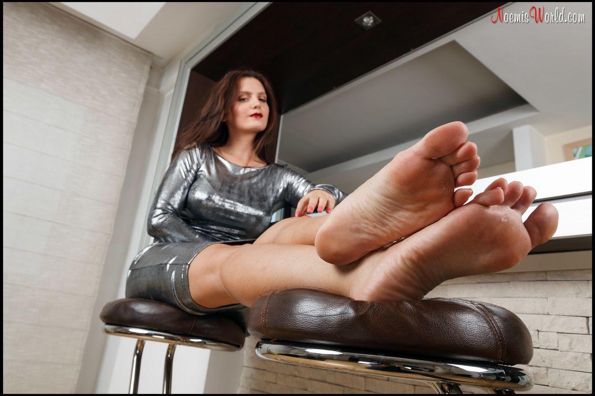 Ножки возбужденной милфы
