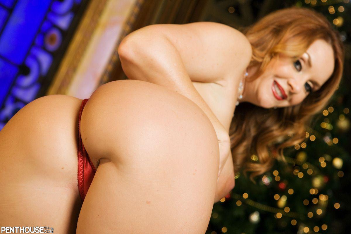 Возбужденная фото галерея сиськастой тетки Janet Mason в рождественском костюме