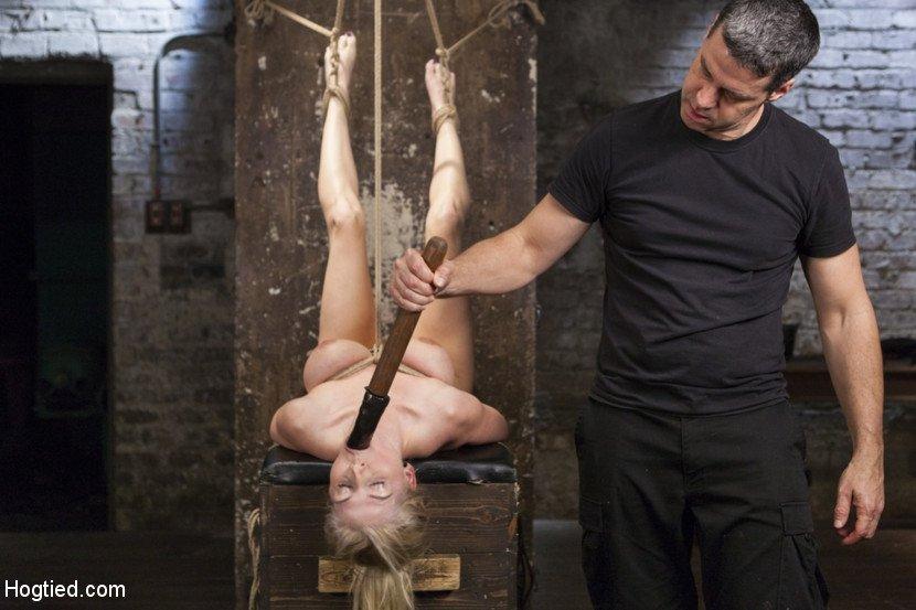 Ухажер устроил для 18-летней блондиночки настоящий Садо-мазо