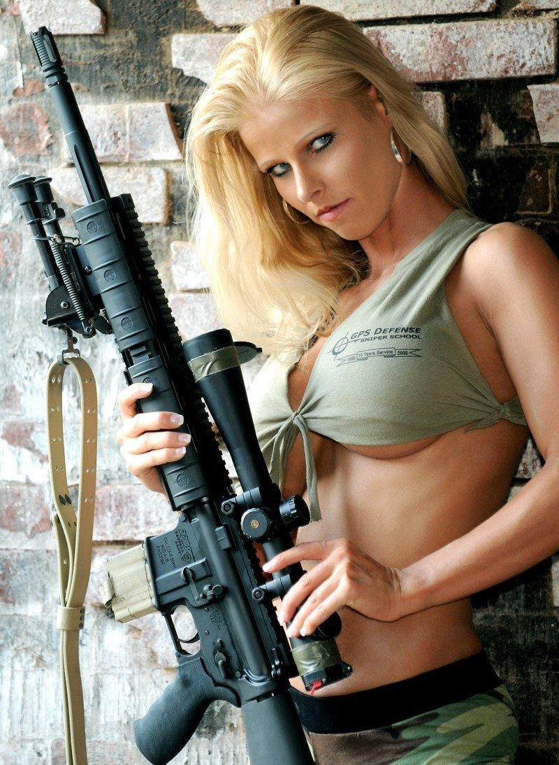 Девки в военной униформе